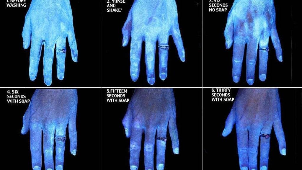Diese Fotoserie, die unter UV-Licht aufgenommen wurde, zeigt Hände, die nicht gewaschen wurden, im Vergleich zu denen, die 30 Sekunden lang gewaschen wurden. Bild: Instagram / Kristen Bell