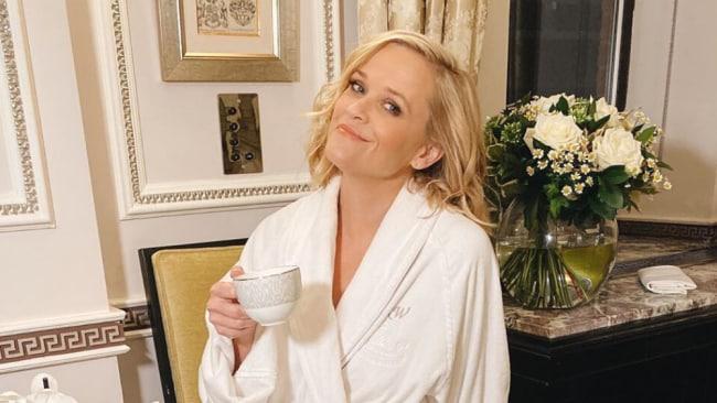 Reese Witherspoons grüner Smoothie ist der Grund, warum sie mit 44 so gut aussieht