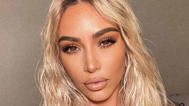 Das neueste Selfie von Kim Kardashian West zeigt ihre beängstigende Besessenheit vom Körperbild