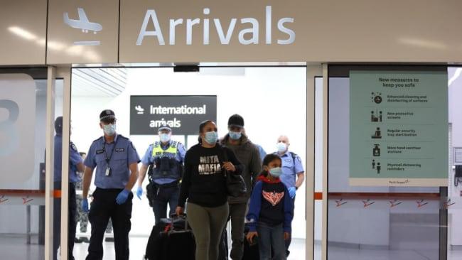 Scott Morrison weist darauf hin, dass Reisende aus Übersee die Hotelquarantäne bezahlen müssen, wenn sie nicht geimpft sind