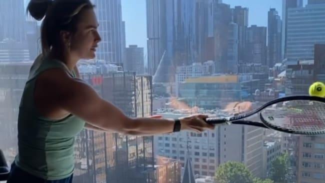 Die kreative Art und Weise, wie Australian Open-Tennisstars in der Hotelquarantäne fit bleiben
